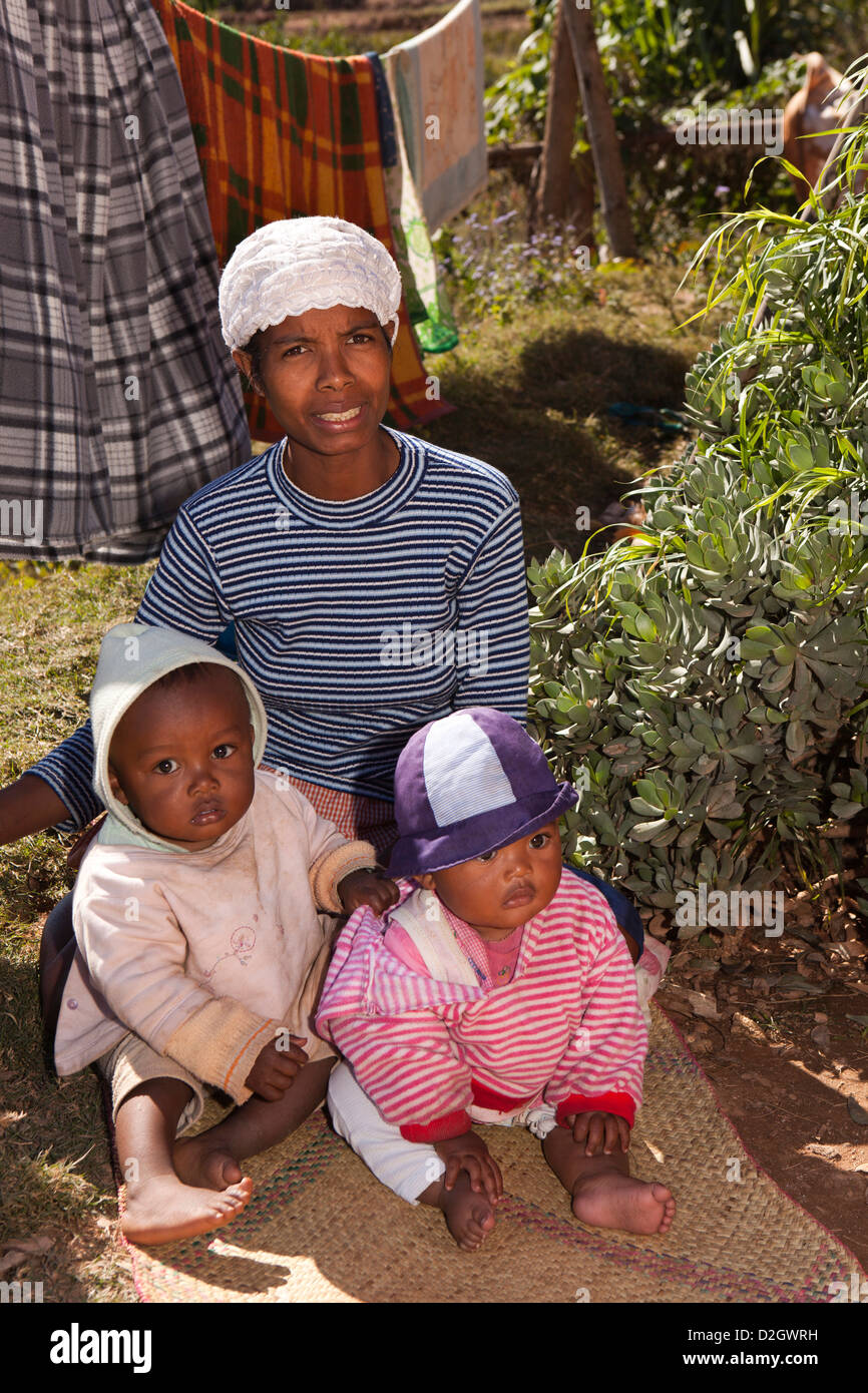 Madagascar, Ambohimahasoa, Malagasy mother with twin children - Stock Image