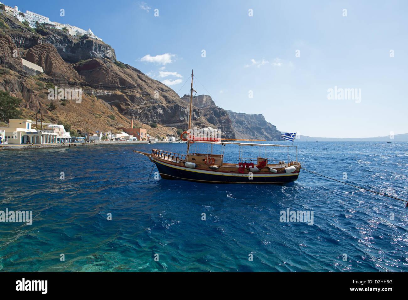 Ormos port at the bottom of Fira, Santorini. Anchored boat - Stock Image