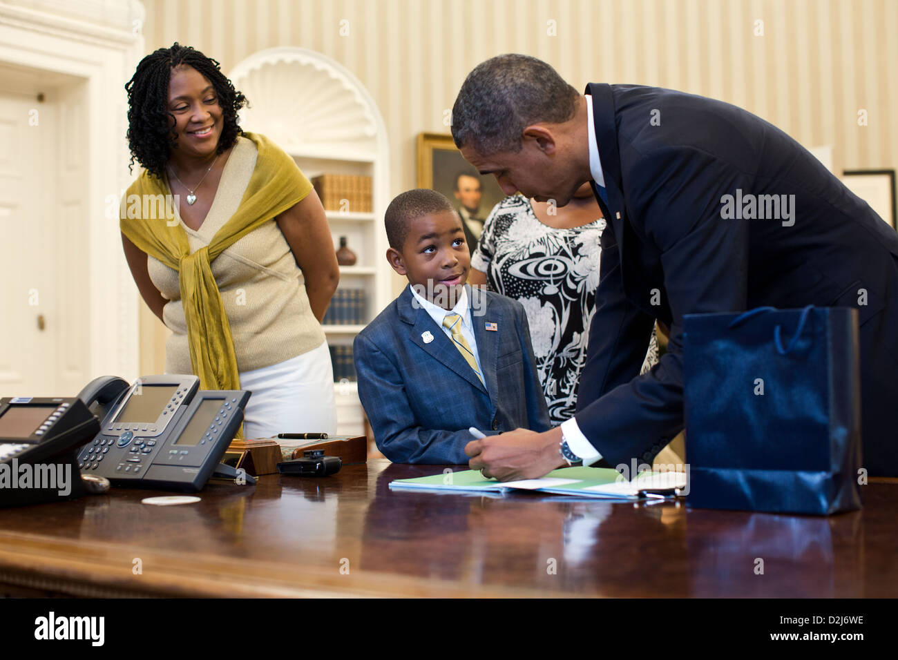 President Barack Obama visits with Evan McRae, a nine-year-old Make-A-Wish recipient from Brooklyn, New York in - Stock Image