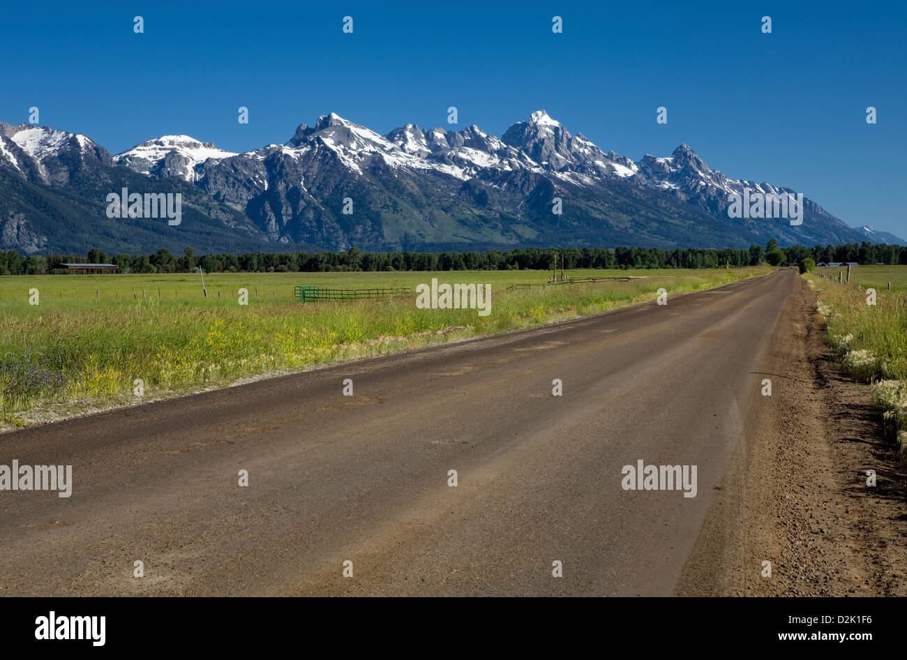 WY00232-00...WYOMING - Spring Gulch Road in Jackson with the Teton Range in the background. - Stock Image