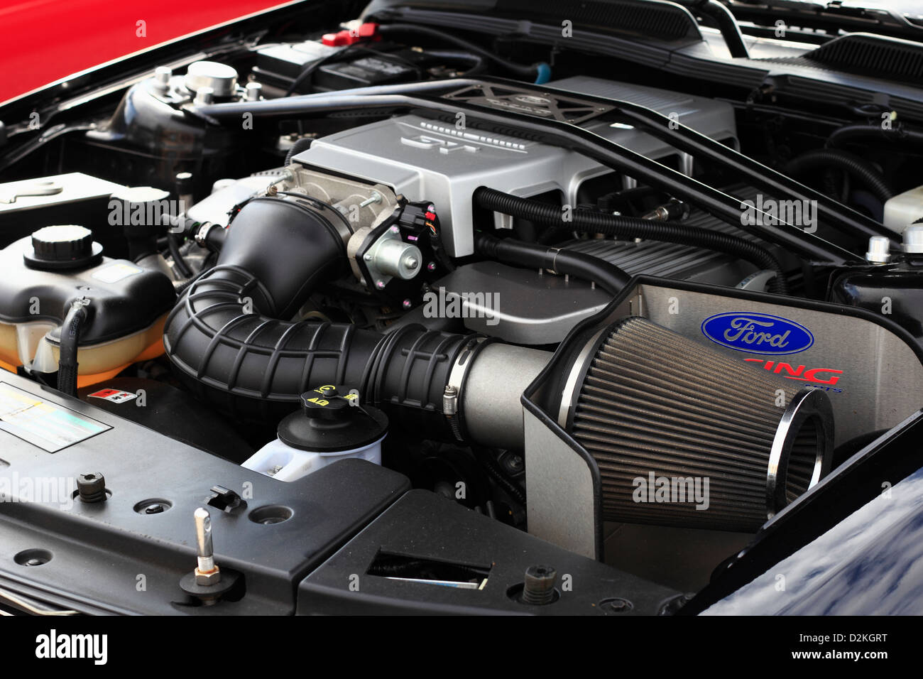 A 4 6 liter v8 ford racing engine in a 2007 shelby mustang gt car