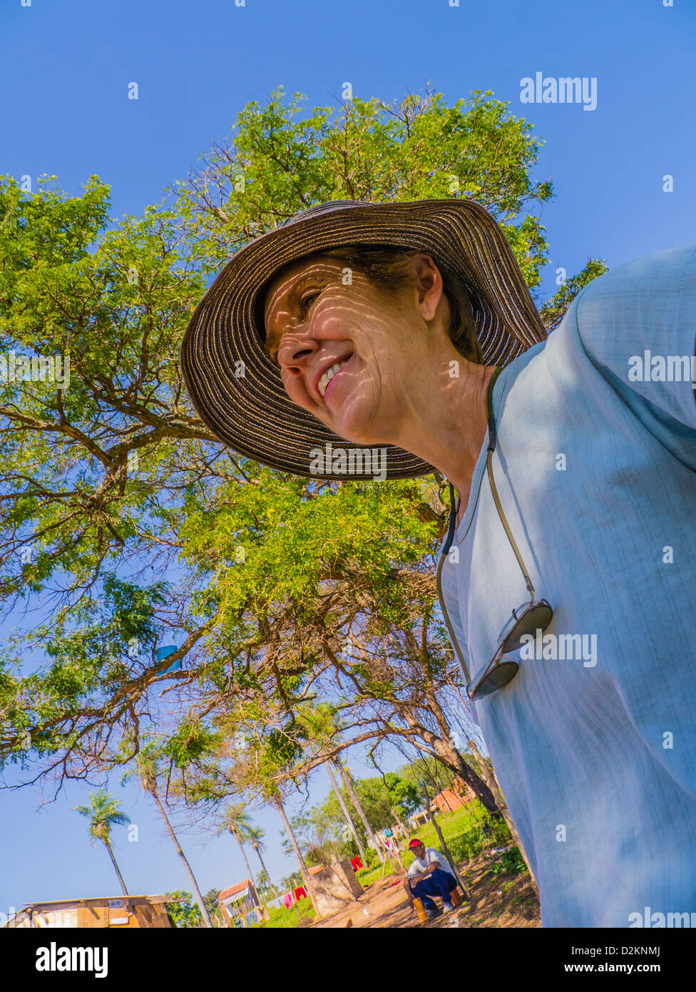 A female volunteer from the United States on a house building project for Habitat for Humanity Paraguay. - Stock Image