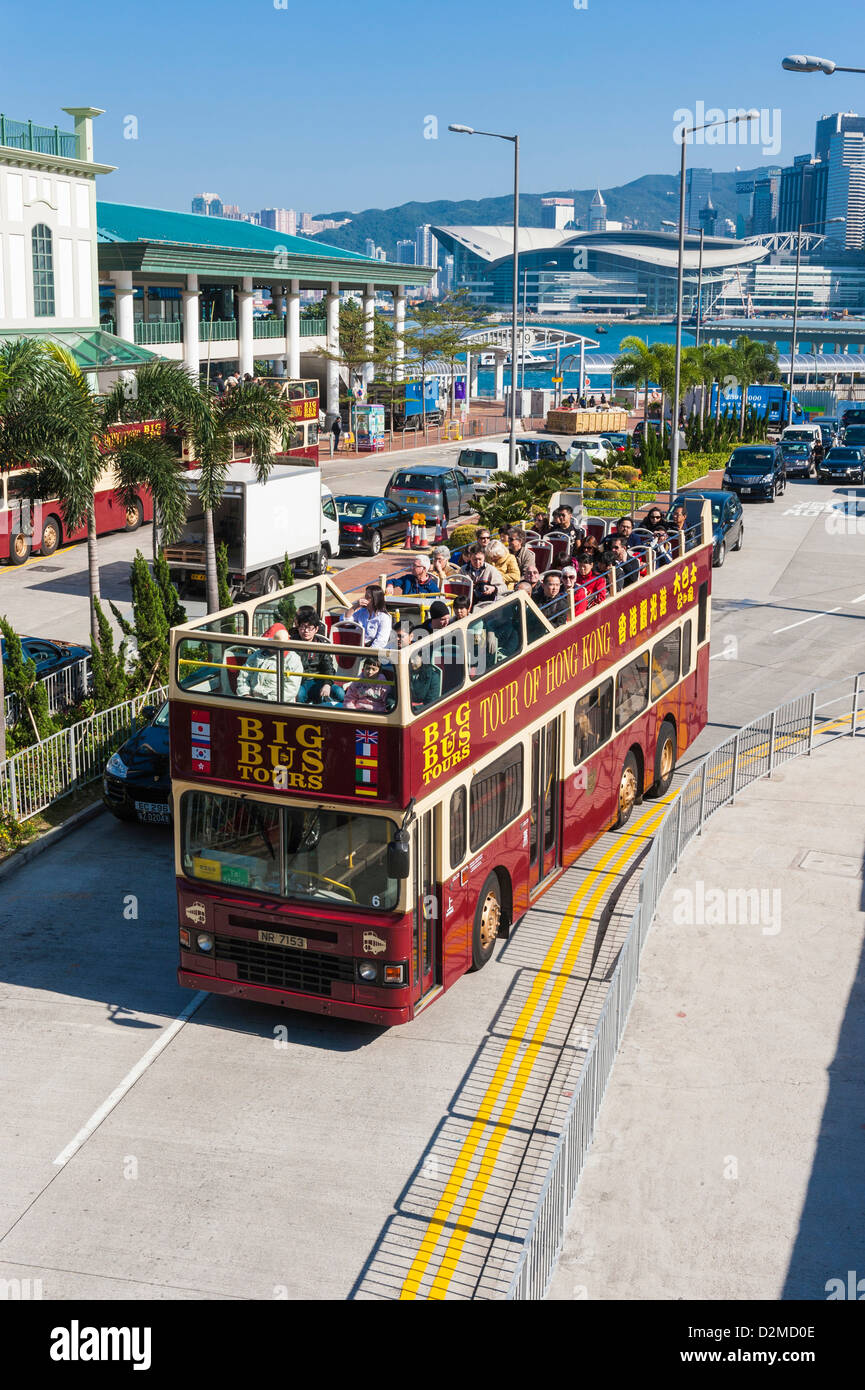 Sightseeing bus and tourists, Hong Kong - Stock Image