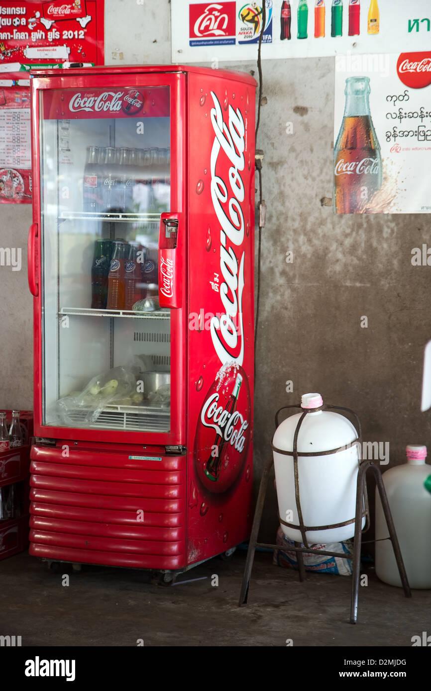 Coca Cola Fridge Stock Photos & Coca Cola Fridge Stock Images - Alamy