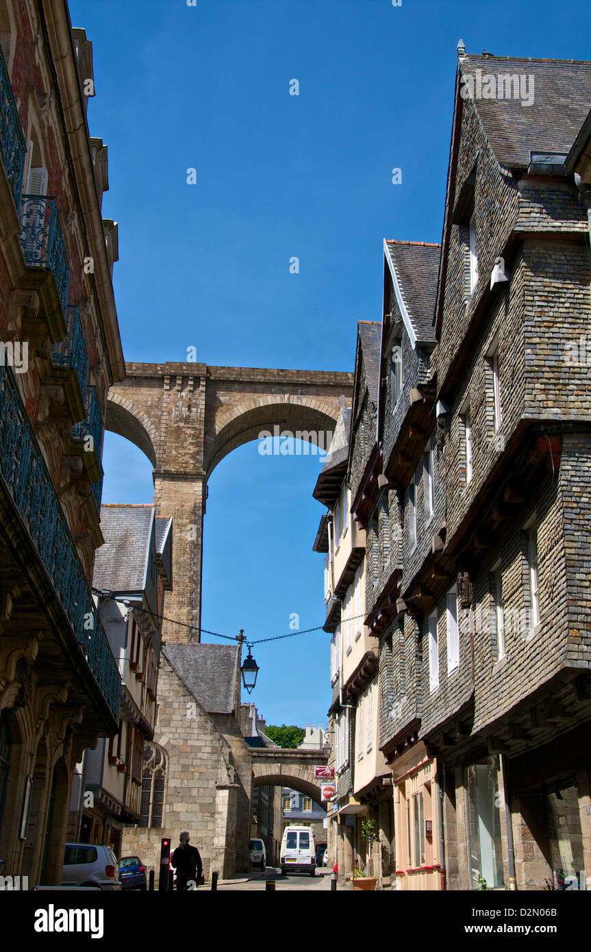 Famous houses in Ange de Guernisac street with Viaduct in the background, Morlaix, Finistere, Brittany, France, - Stock Image