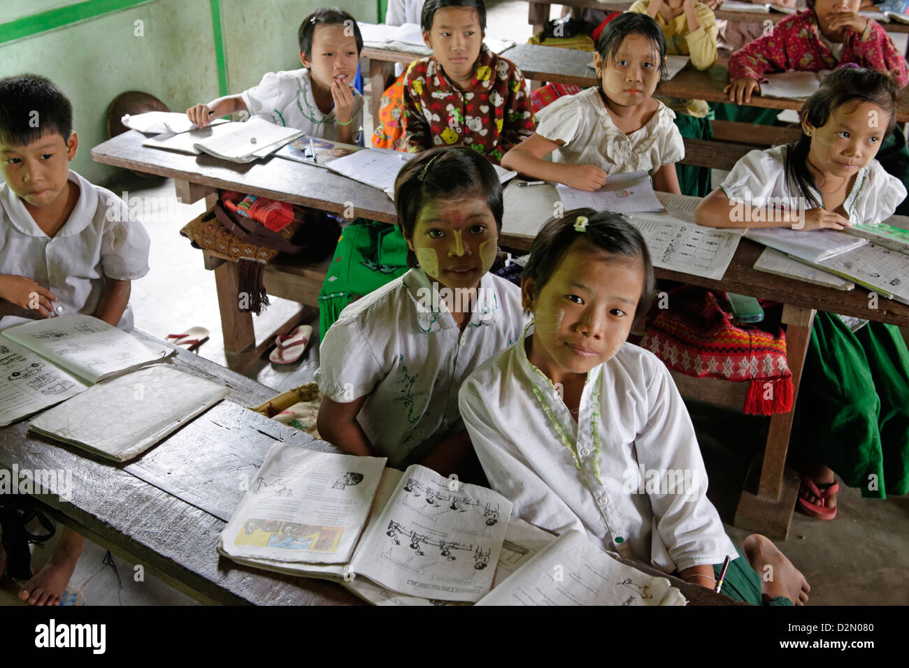 Primary school, Thet Kel Kyin village, Indaw area. Sagaing Division, Republic of the Union of Myanmar (Burma), Asia - Stock Image