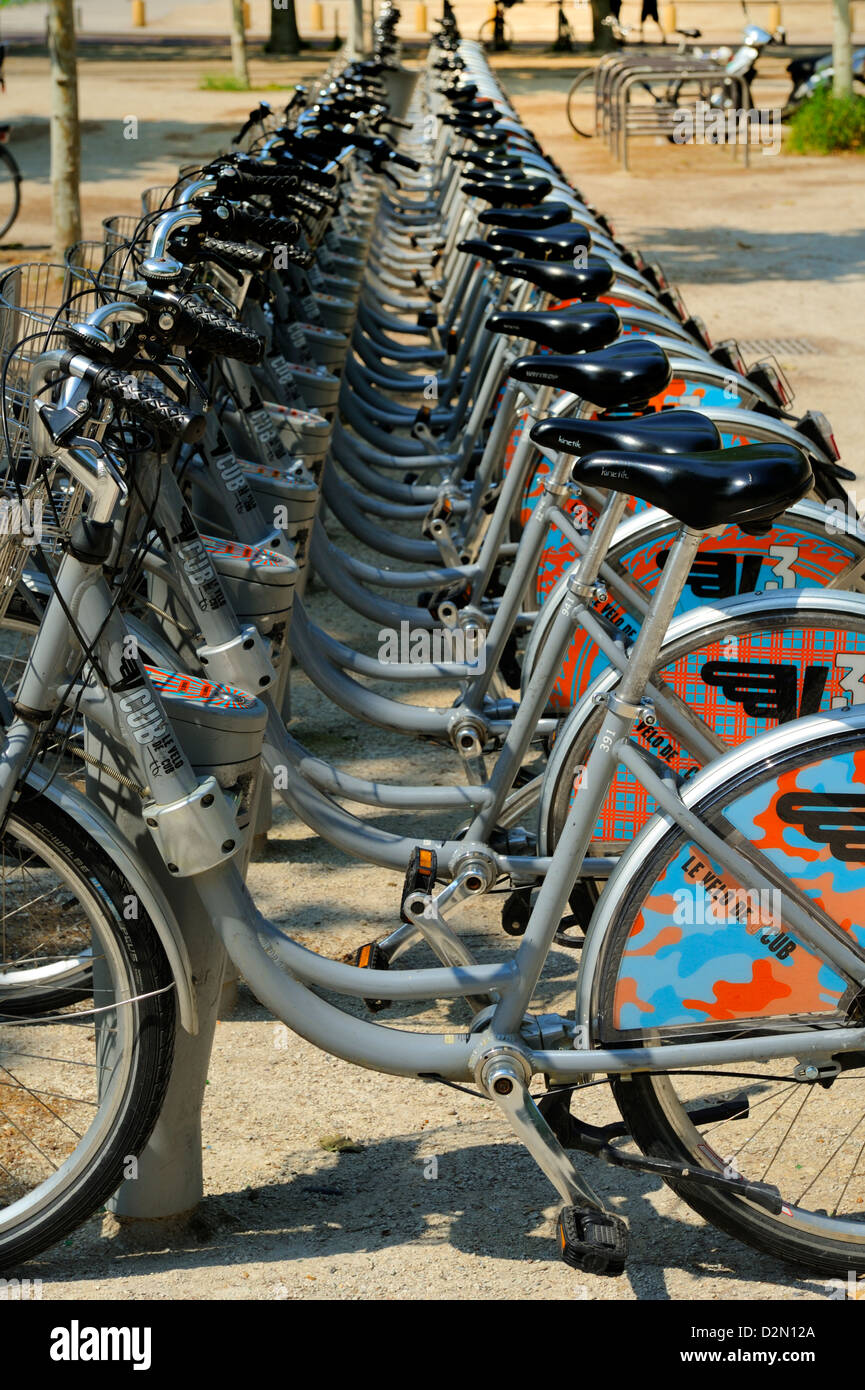 Cycle hire at the tram station, Esplanade Des Quinconces, Bordeaux, Gironde, Aquitaine, France, Europe - Stock Image