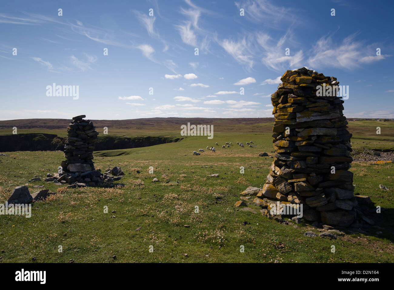 Cairns on the hillside at Port Sgiogarstaigh in the Outer Hebrides - Stock Image