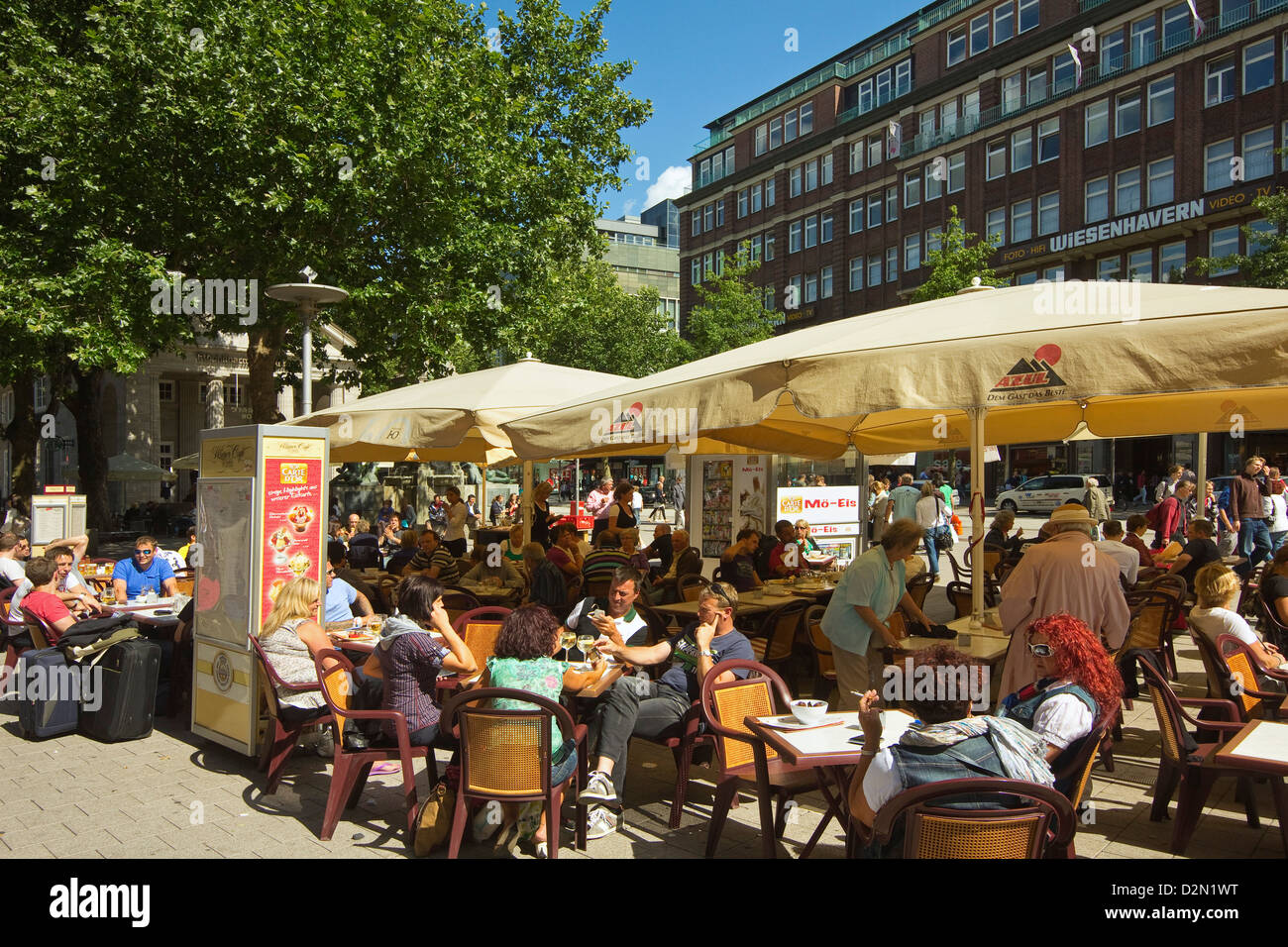 People sitting al fresco at cafe with parasols on Moenckebergstrasse in the shopping heart of the city centre, Hamburg, Stock Photo