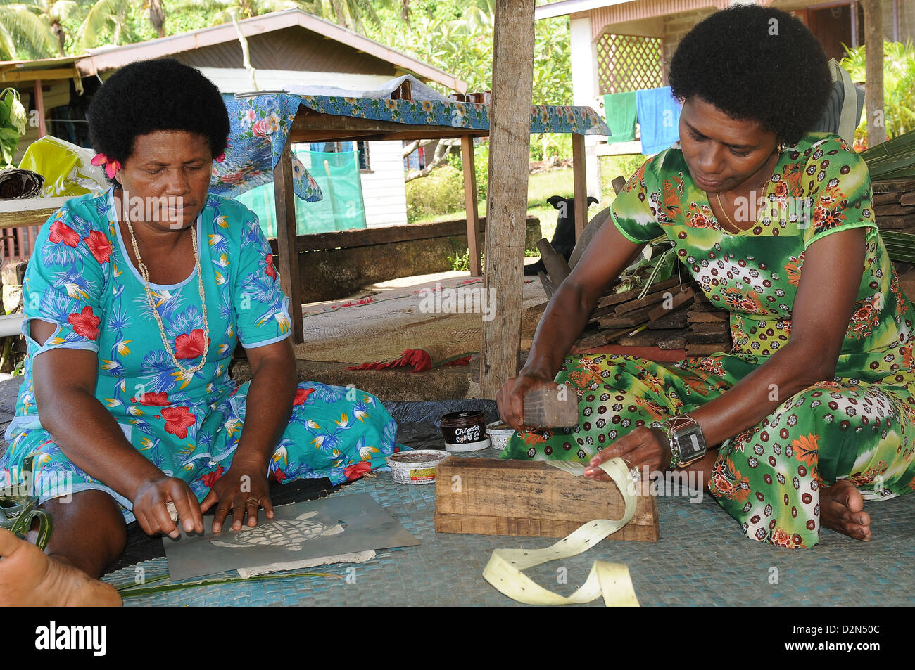 Making Tapa, a traditional cloth for decoration, Fiji, South Pacific, Pacific - Stock Image
