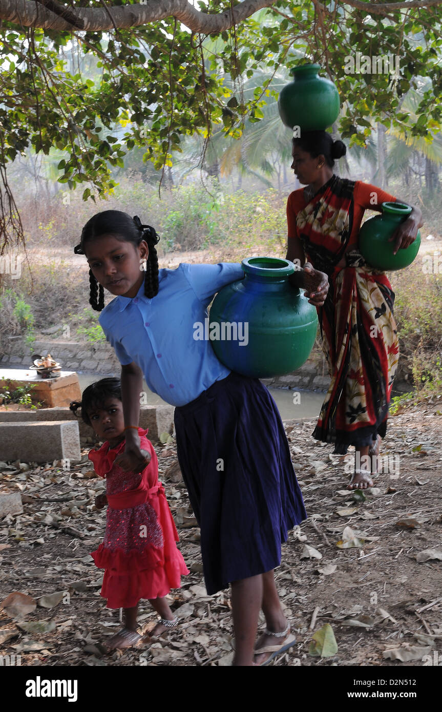 Carrying pot of water, Maralwadi, Karnataka, India, Asia - Stock Image