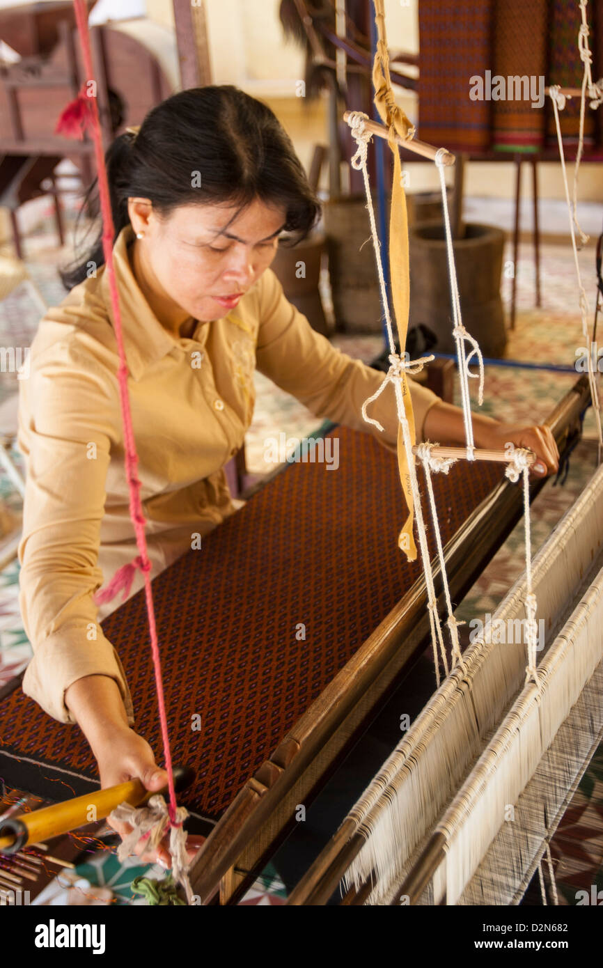 Woman weaving silk, Royal Palace, Phnom Penh, Cambodia, Indochina, Southeast Asia, Asia - Stock Image