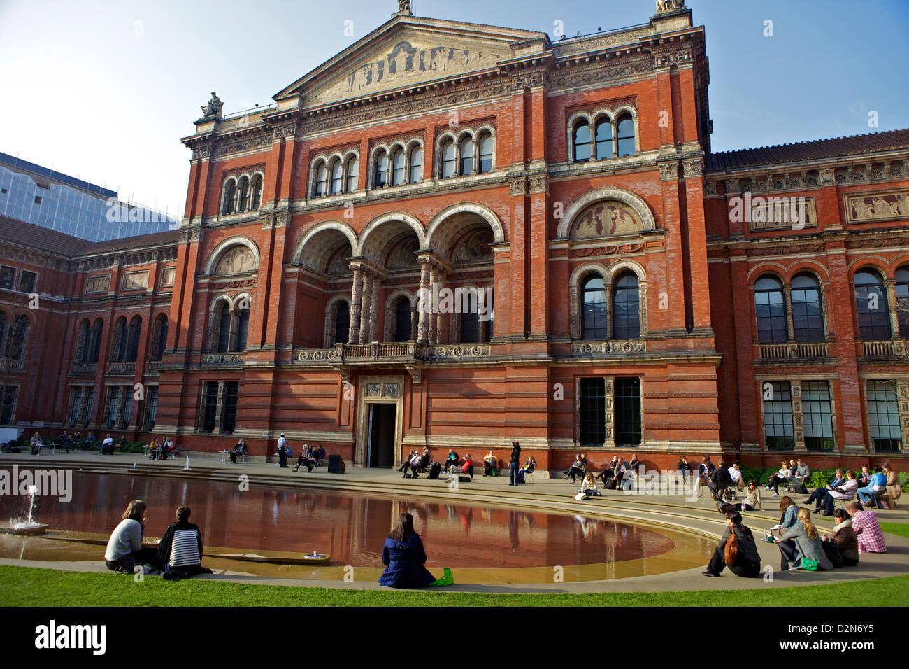 John Madejski Garden, Victoria and Albert Museum, South Kensington, London, England, United Kingdom, Europe - Stock Image
