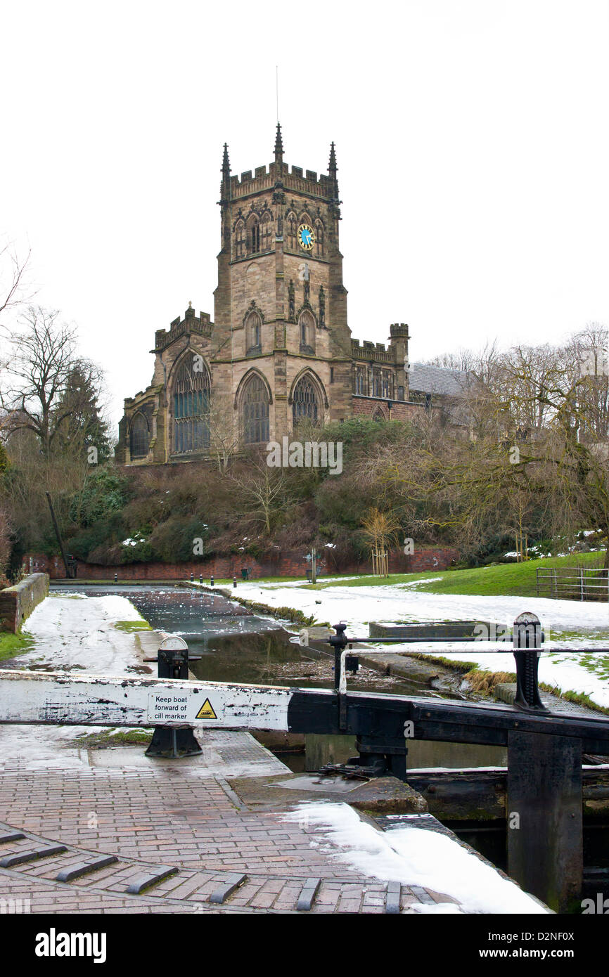Staffordshire and Worcestershire Canal at Kidderminster in winter.  Frozen canal and lock gates. St Marys and All Stock Photo