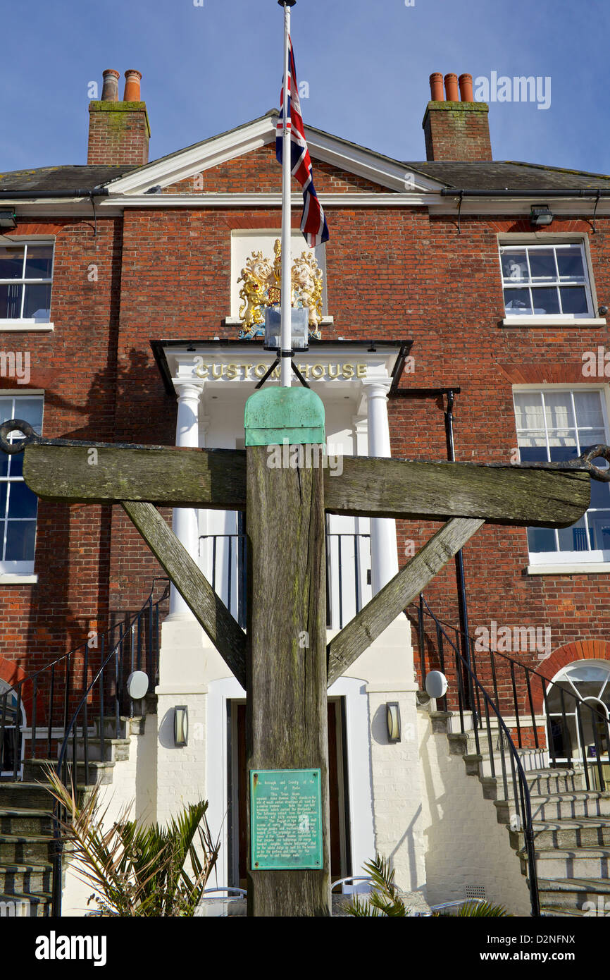 The Town Beam wool scales standing outside the Custom House, Poole, Dorset, UK - Stock Image