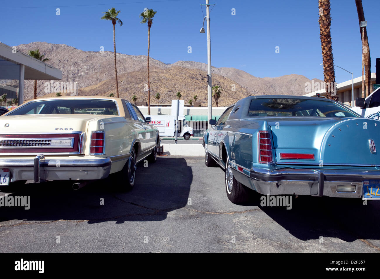 CLASSIC VINTAGE AMERICAN CARS IN A PARKING LOT IN PALM SPRINGS, CA, USA - Stock Image