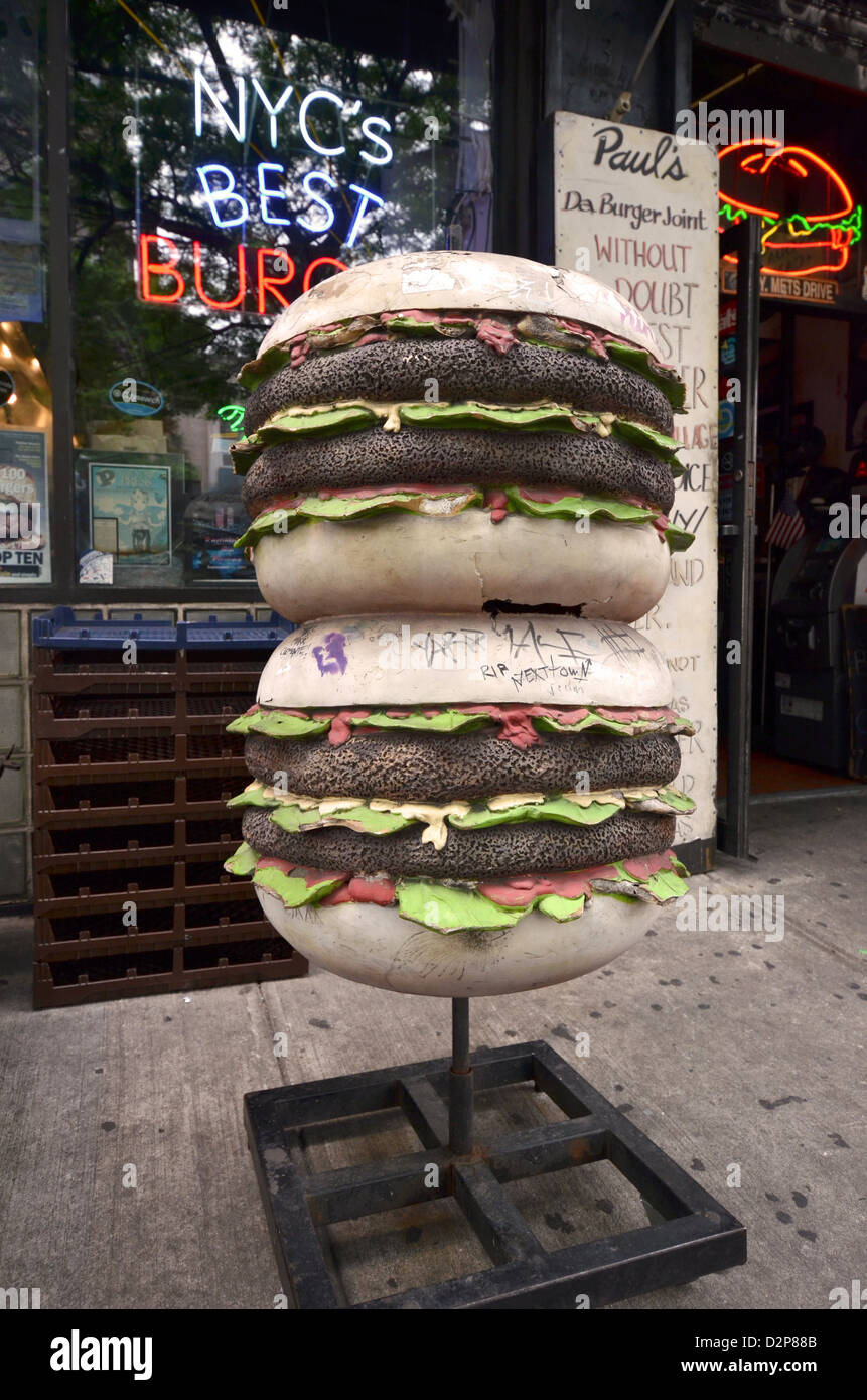 Statue of hamburgers outside Paul's Da Burger restaurant in the East Village section of Manhattan. - Stock Image
