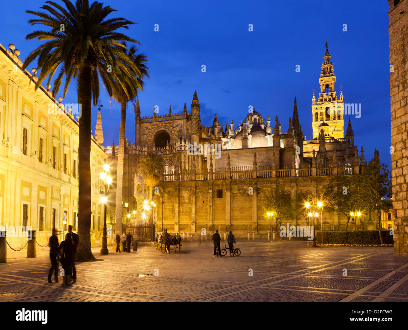 Seville cathedral (catedral) and the Giralda at night - Stock Image