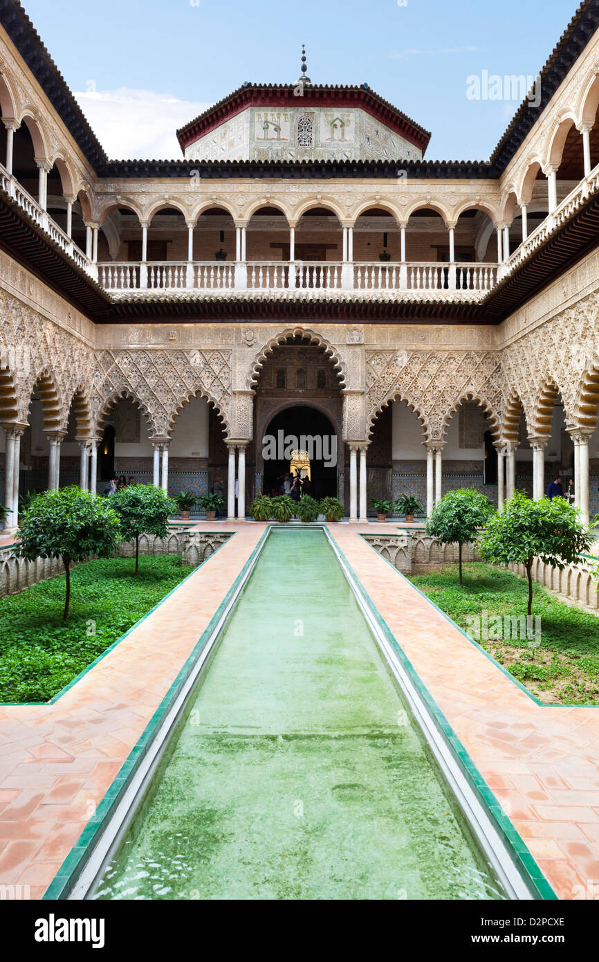 The Alcazar. Patio de las Doncellas (patio of the maidens) in the Palace of Pedro 1st - Stock Image