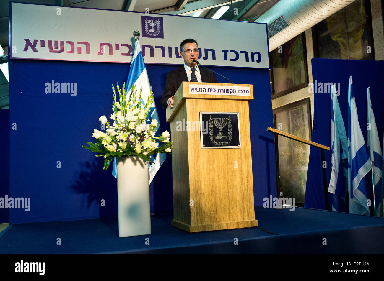 Incumbent Minister of Education in outgoing government, Gideon Saar, representing Likud-Beitenu, briefs the press - Stock Image