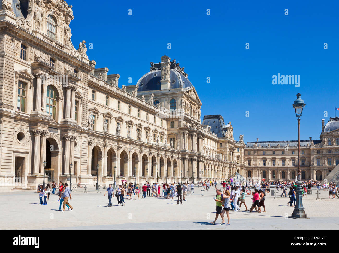 Tourists at The Louvre art gallery and Museum, Paris, France, Europe - Stock Image
