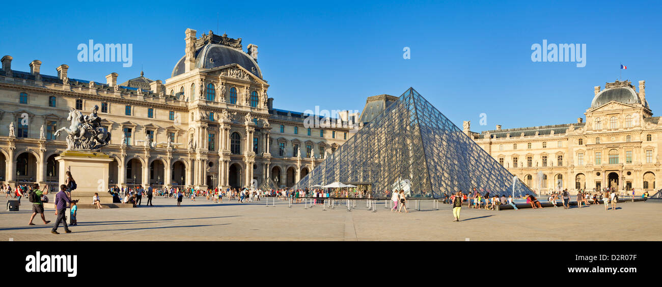 The Louvre art gallery, Museum and Louvre Pyramid (Pyramide du Louvre), Paris, France, Europe - Stock Image