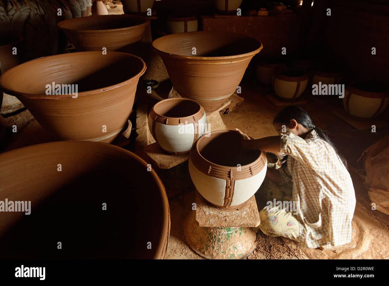 Potter in Nwe Nyein, a pottery town along the Irrawaddy river, Mandalay Division, Myanmar - Stock Image