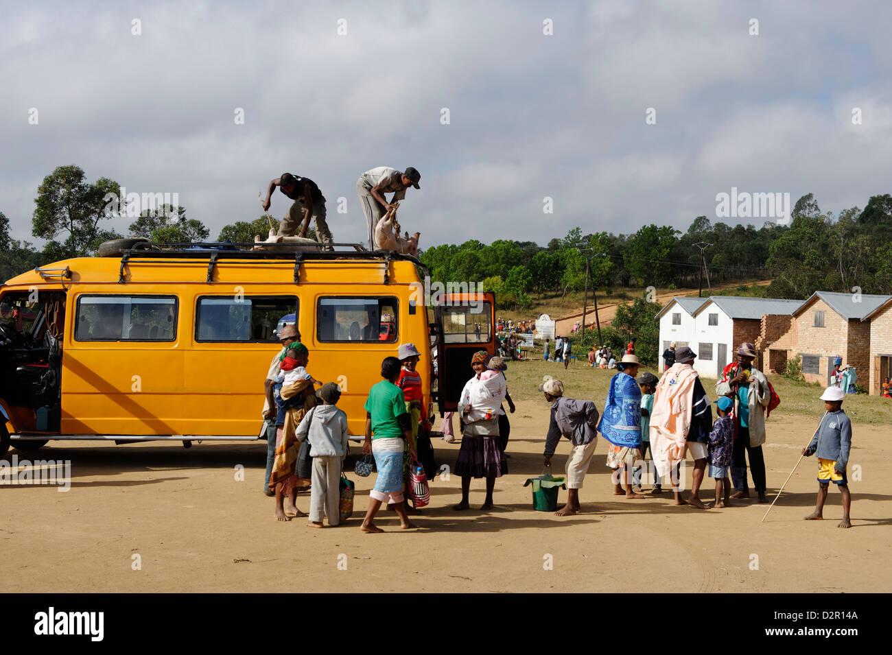 Bush taxi, Friday market in the Betsileo country, around Fianarantsoa, Madagascar, Africa - Stock Image
