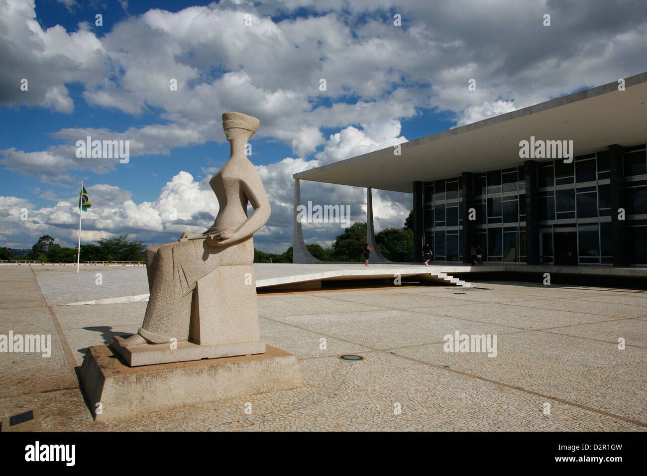 Justice sculpture in front of the Supremo Tribunal Federal (Supreme Federal Tribuna), Brasilia, Brazil - Stock Image