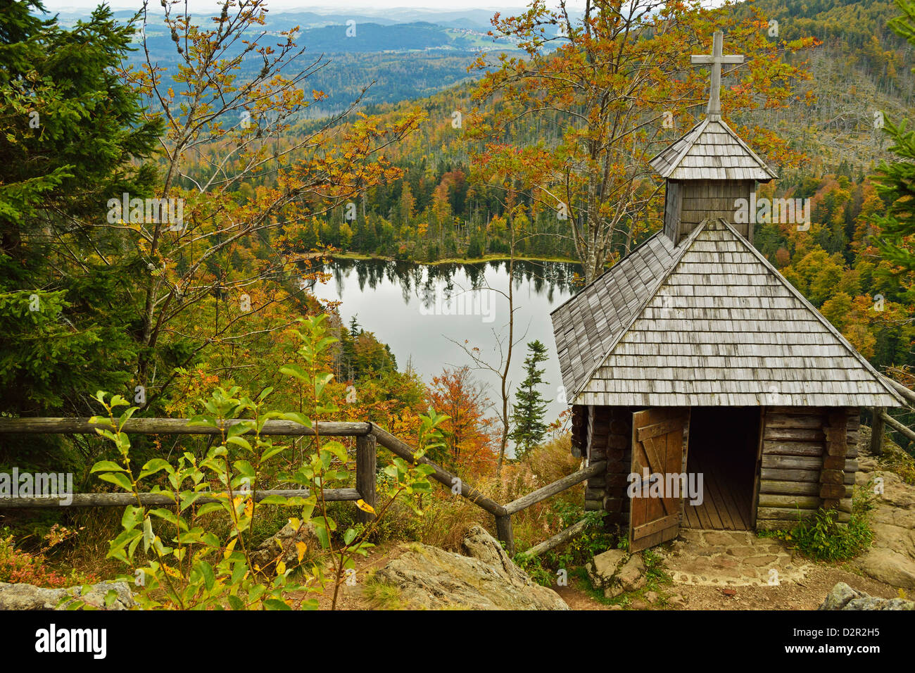 Rachelsee (Rachel Lake) and Rachelkapelle (chapel), Bavarian Forest National Park, Bavarian Forest, Bavaria, Germany Stock Photo