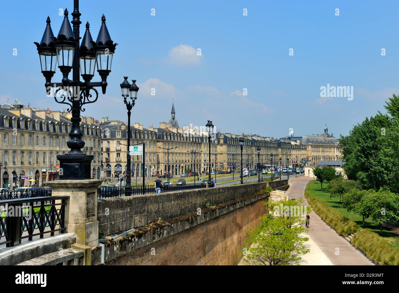 Waterfront buildings known as the Quays, Bordeaux, UNESCO World Heritage Site, Gironde, Aquitaine, France, Europe - Stock Image