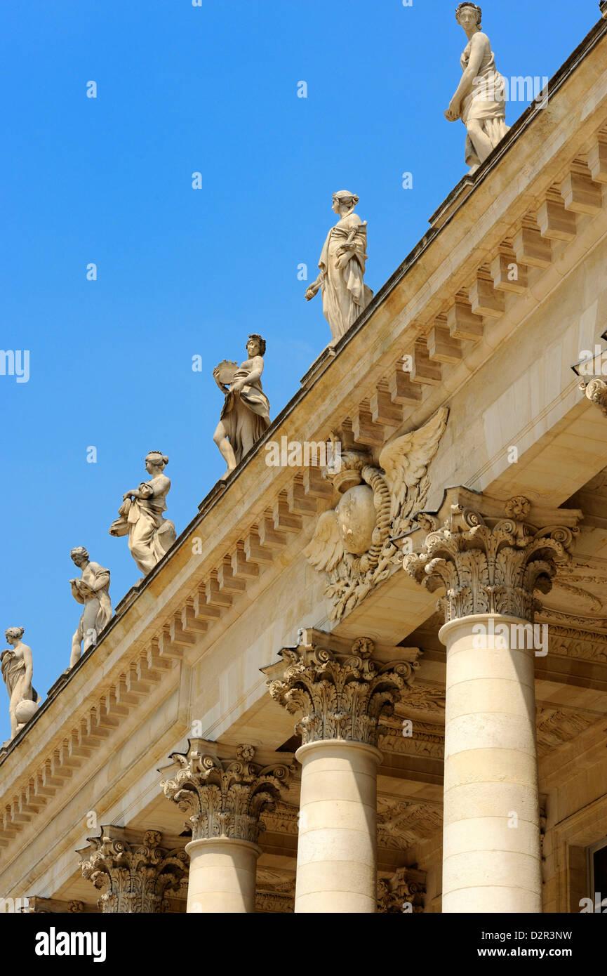 Corinthian style columns and statues adorning Le Grand Theatre, Place de la Comedie, Bordeaux, Gironde, Aquitaine, - Stock Image