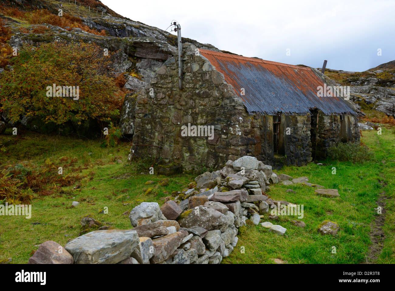 Ruined croft, Ardmair, Ullapool, Highlands, Scotland, United Kingdom, Europe - Stock Image