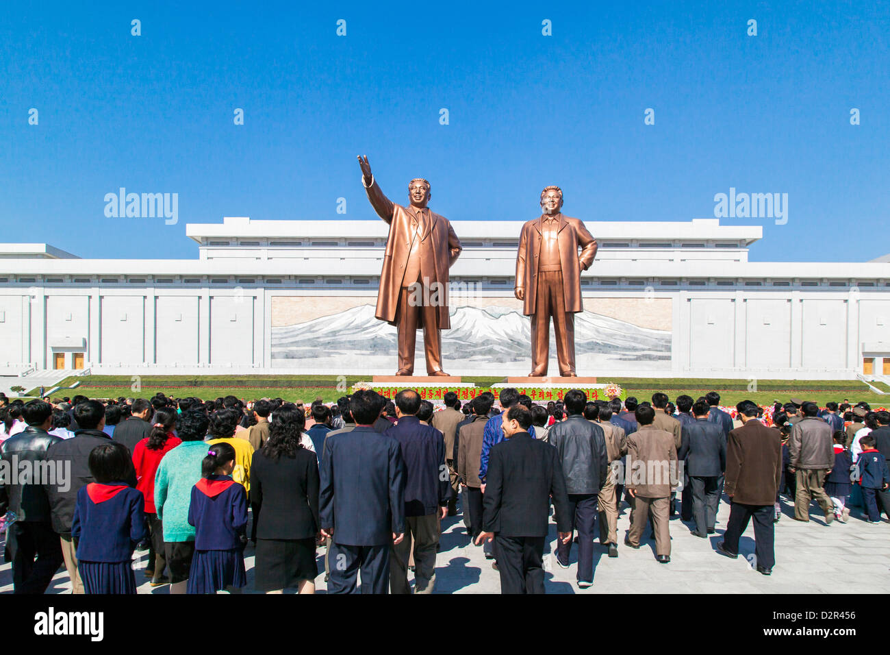 Statues of former Presidents Kim Il Sung and Kim Jong Il, Mansudae Assembly Hall on Mansu Hill, Pyongyang, North - Stock Image