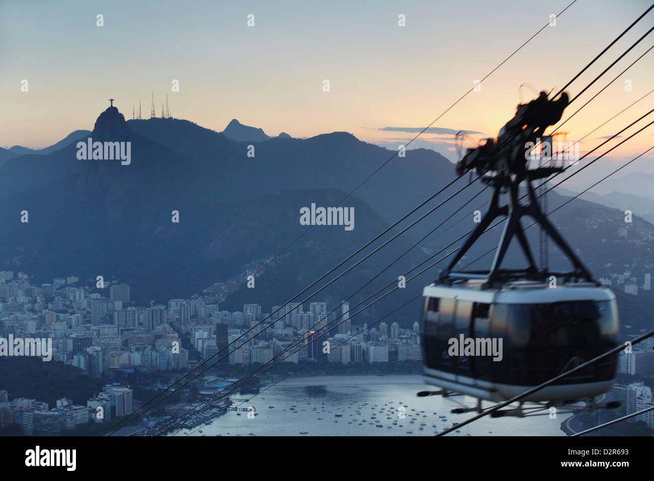 Cable car descending from Sugar Loaf Mountain (Pao de Acucar), Rio de Janeiro, Brazil, South America - Stock Image