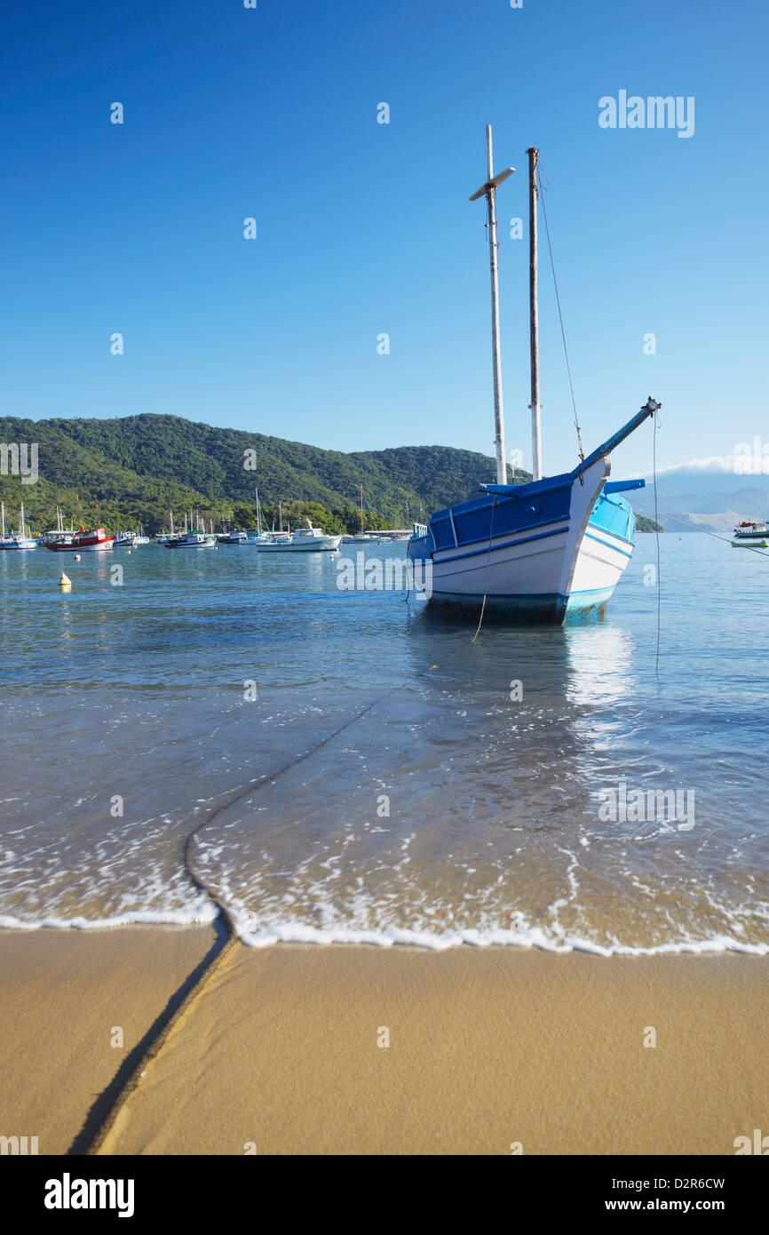Boats moored on Vila do Abraao beach, Ilha Grande, Rio de Janeiro State, Brazil, South America - Stock Image