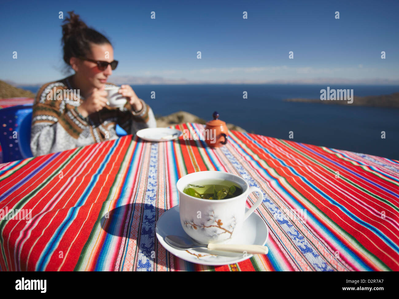 Cocoa leaf tea at outdoor cafe on Isla del Sol (Island of the Sun), Lake Titicaca, Bolivia, South America - Stock Image