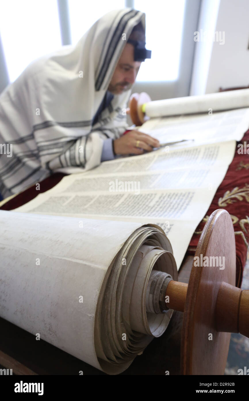 Reading the Torah in a synagogue, Paris, France, Europe - Stock Image