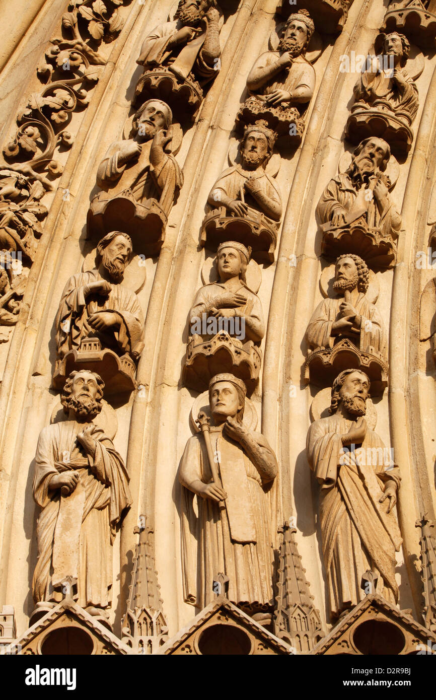 Detail of sculptures on arch of the Western facade, Notre Dame cathedral, Paris, France, Europe - Stock Image