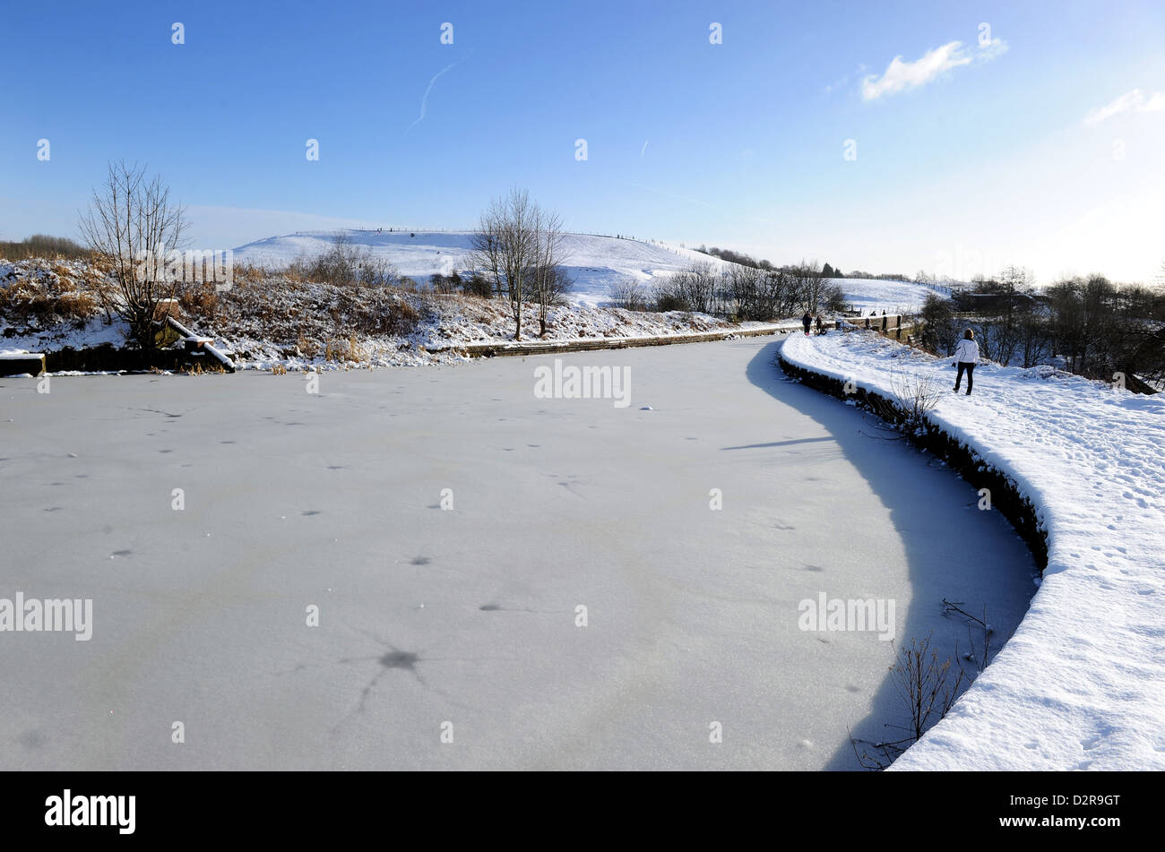 Winter snow scene next to the frozen Manchester, Bolton and Bury Canal at Little Lever, Bolton, Lancashire, England. - Stock Image