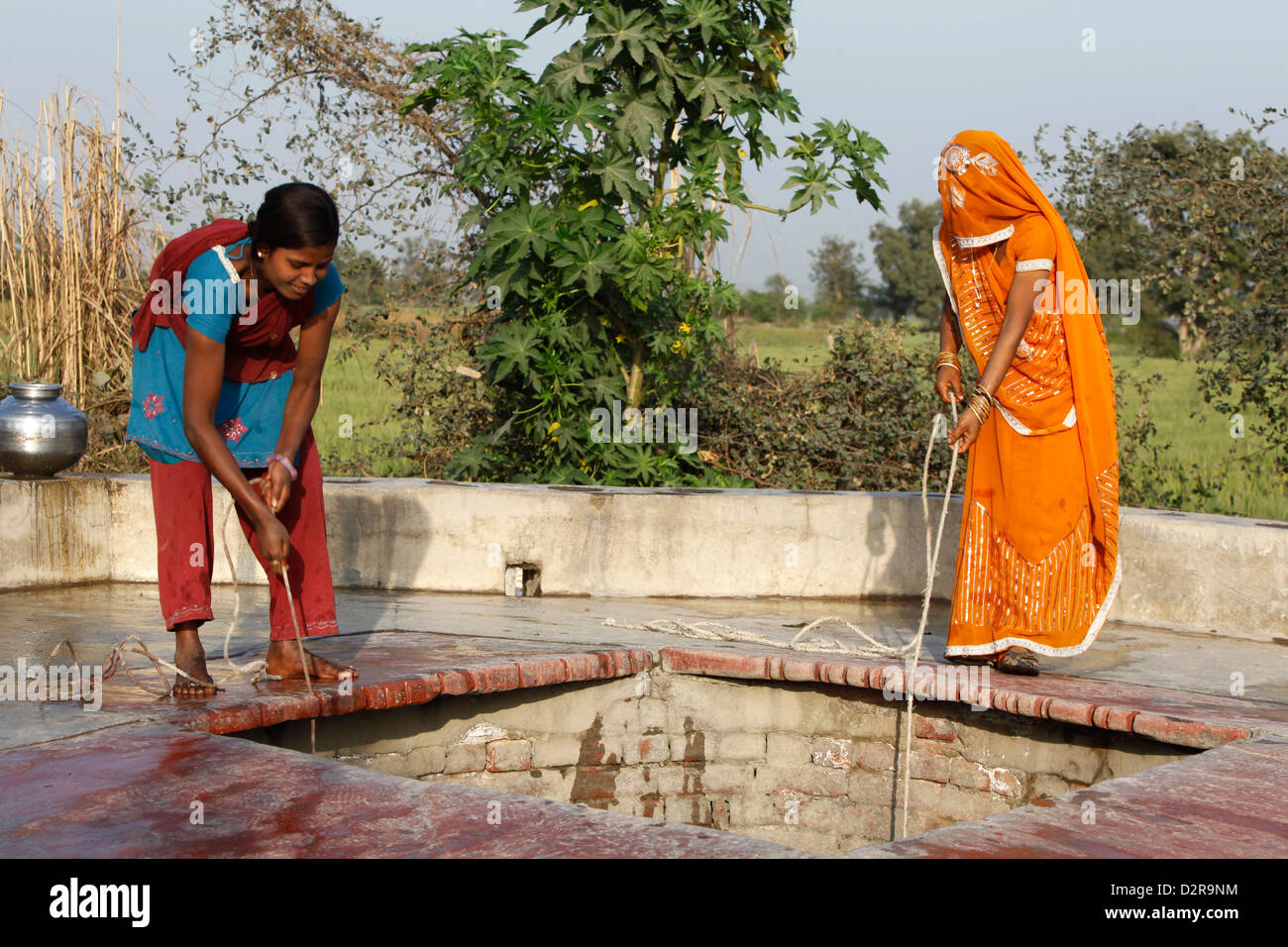 Women fetching water, Mathura, Uttar Pradesh, India, Asia - Stock Image