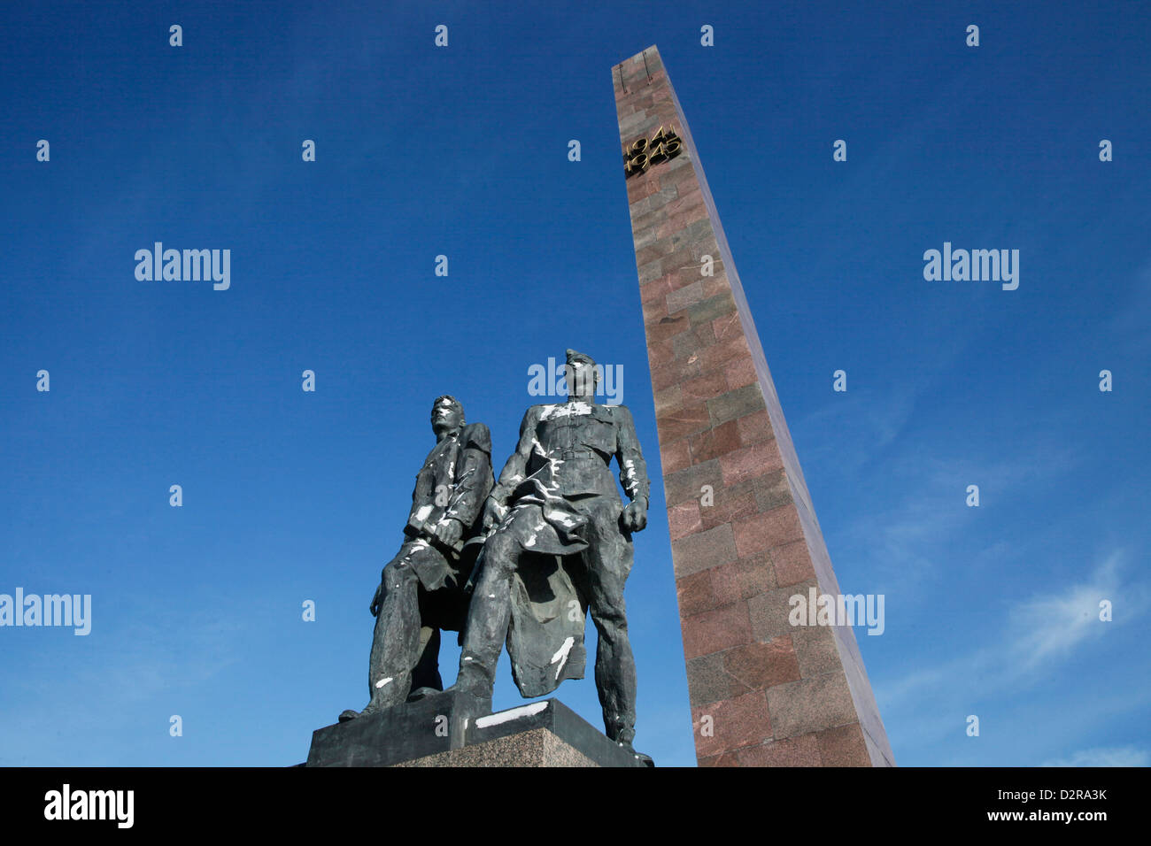 Bronze figures of soldiers who defended Leningrad during World War II, Victory Square War Memorial, St. Petersburg, - Stock Image