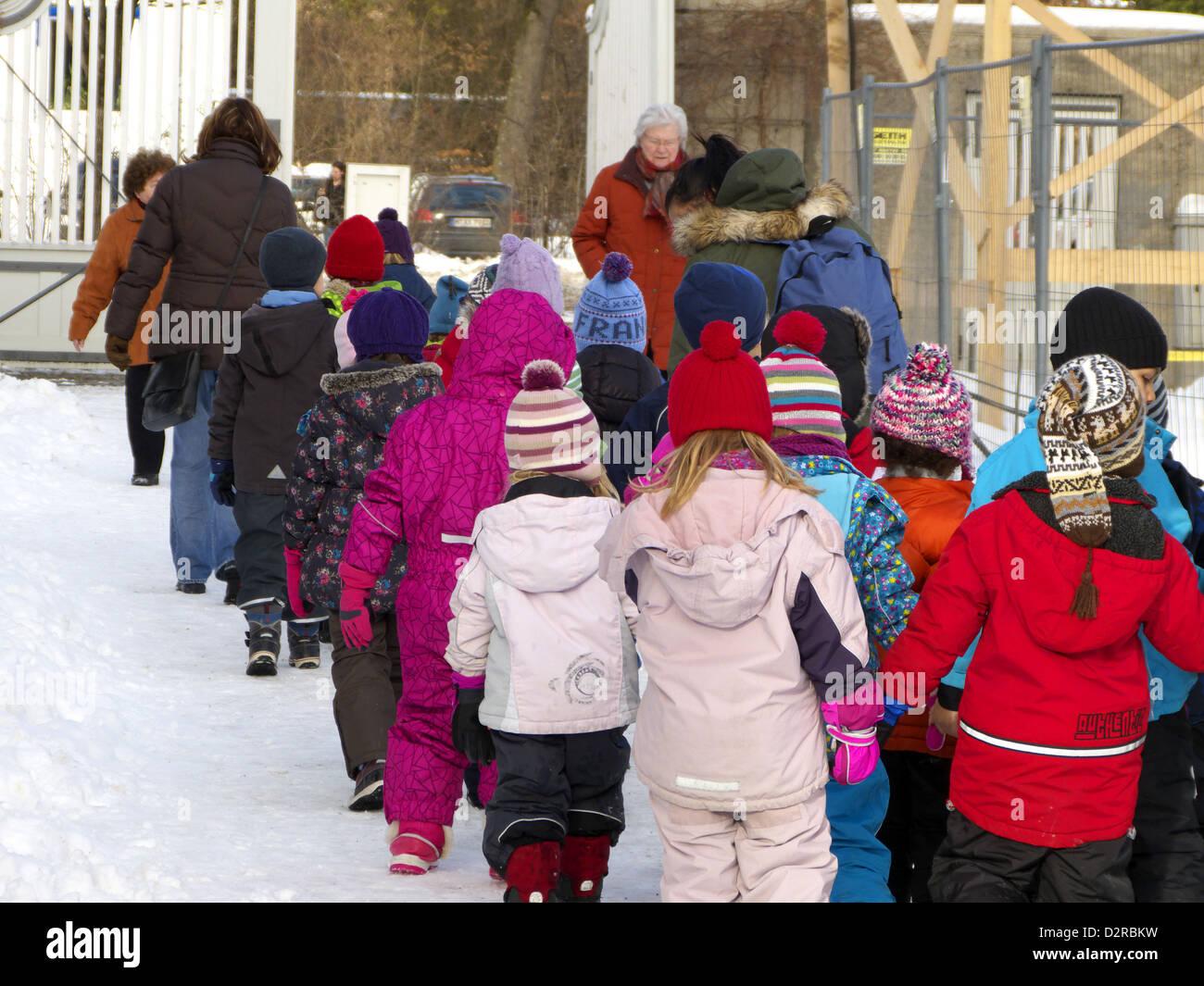 Kindergarten kids having a tour outing excursion - Stock Image