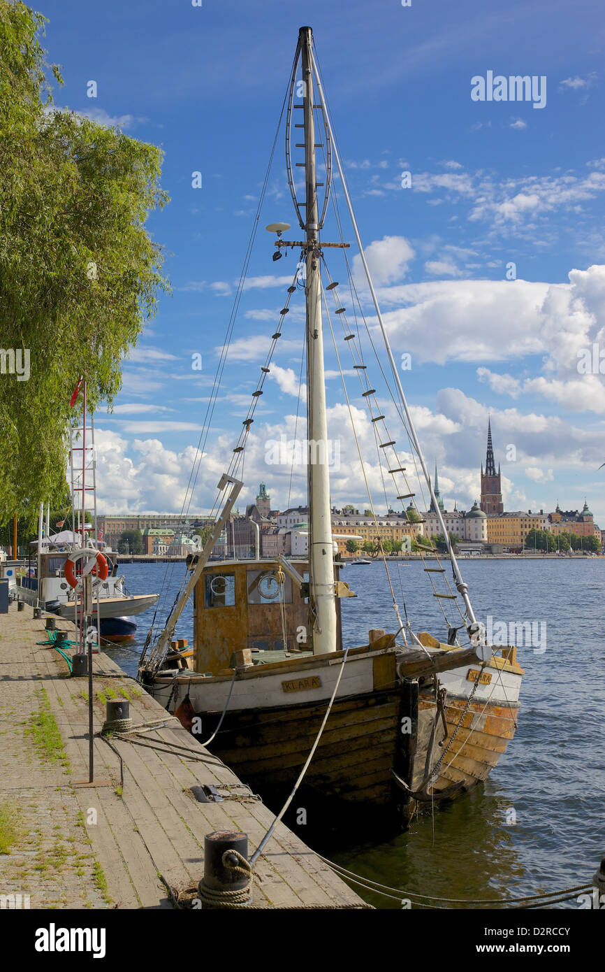 City skyline and sailing ship from Norr Malarstrand, Kungsholmen, Stockholm, Sweden, Europe - Stock Image