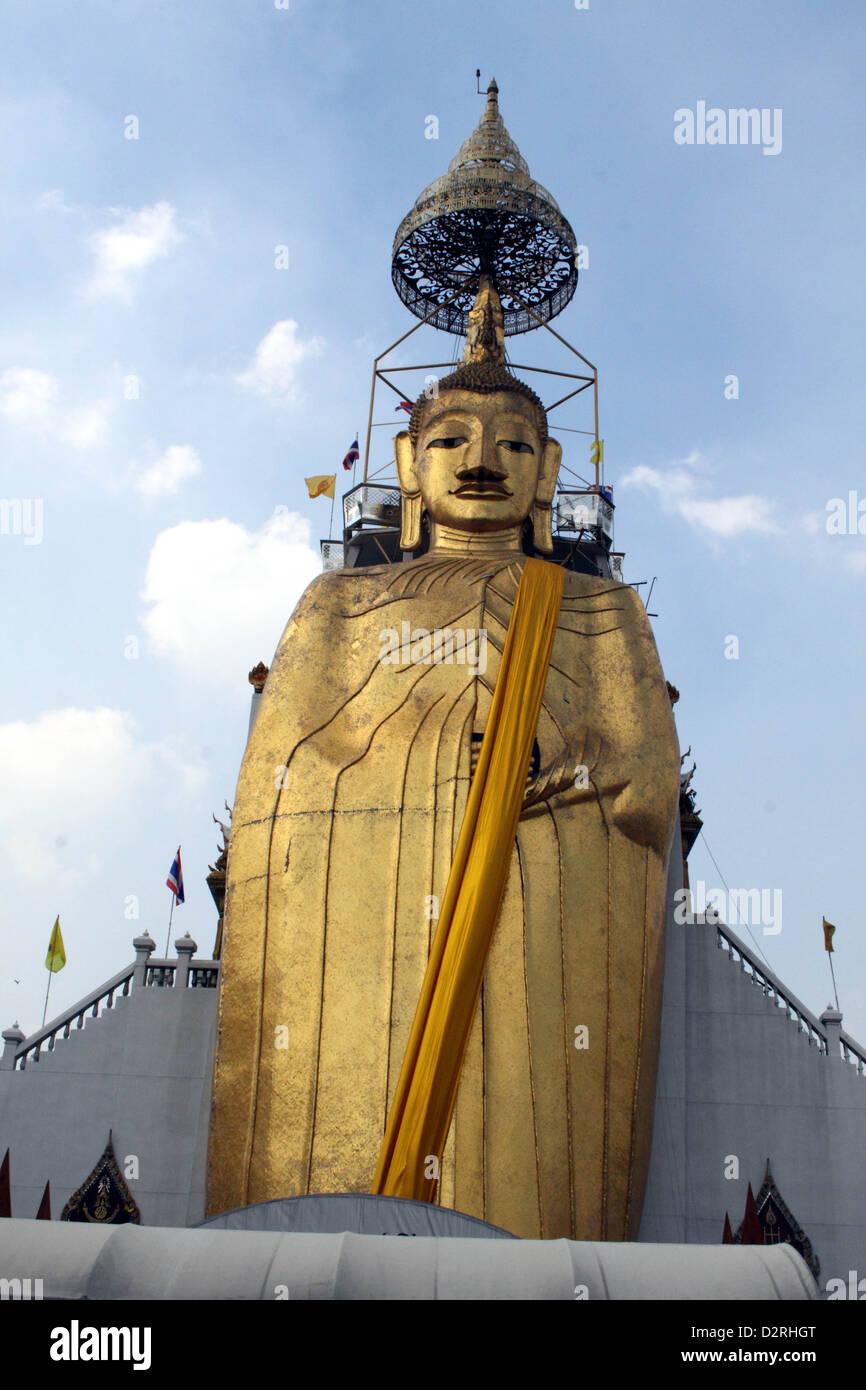 32 metre high gold buddha, Nakhon district, Bangkok, Thailand. - Stock Image