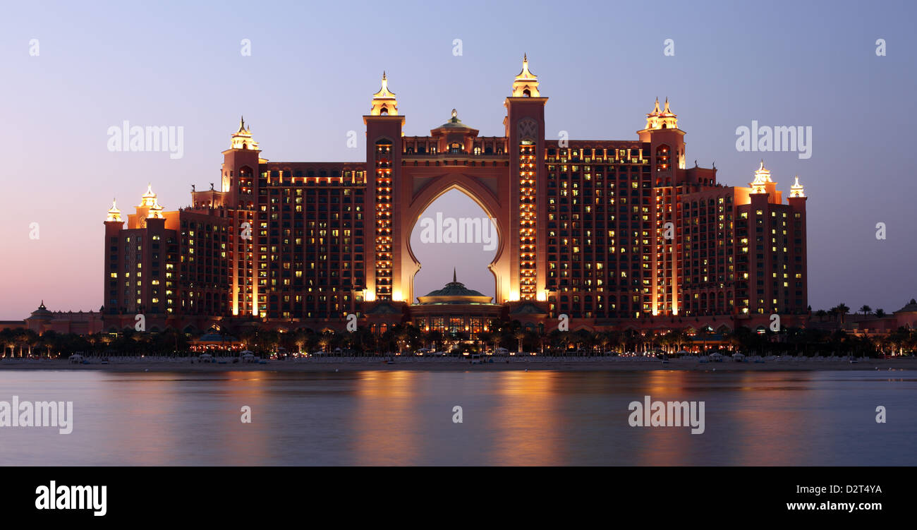 Atlantis Hotel illuminated at night. Palm Jumeirah, Dubai United Arab Emirates. - Stock Image