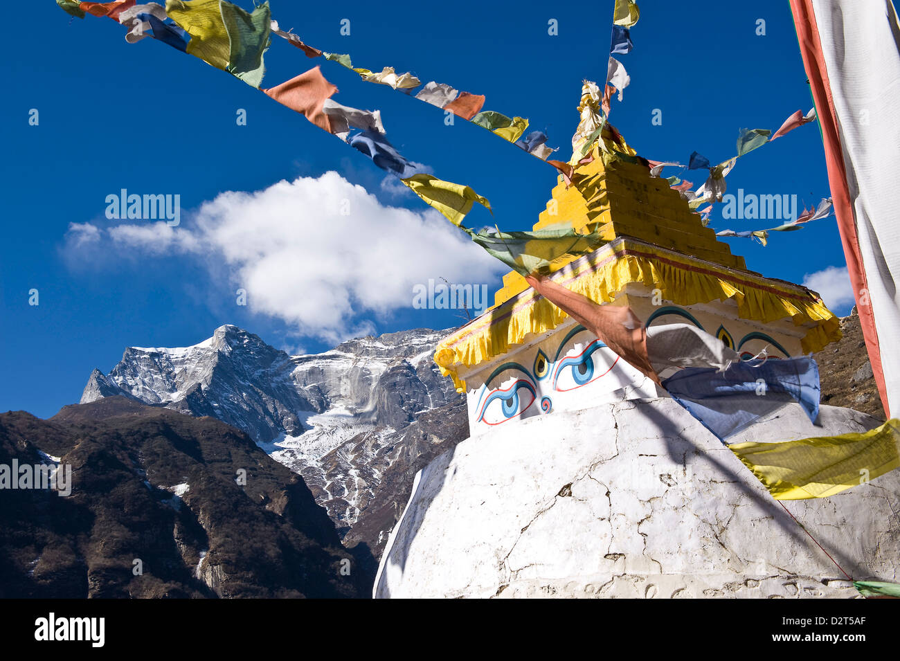 Prayer flags and Buddhist stupa, Namche Bazaar, Solu Khumbu Region, Nepal, Himalayas, Asia - Stock Image