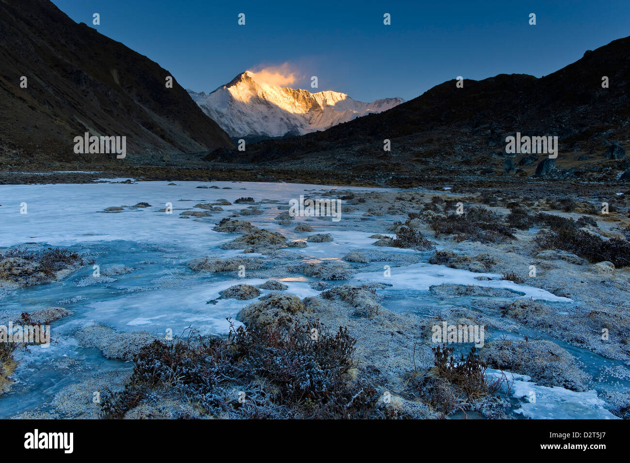 Dudh Pokhari Lake, view towards Cho Oyu, Gokyo, Solu Khumbu (Everest) Region, Nepal, Himalayas, Asia - Stock Image