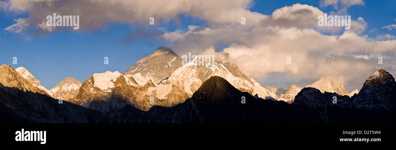 View from Gokyo Ri, Mount Everest and Mount Lhotse, Dudh Kosi Valley, Solu Khumbu (Everest) Region, Nepal, Himalayas - Stock Image