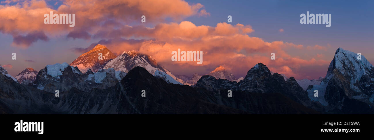 View from Gokyo Ri, Mt Everest, Mt Lhotse, Dudh Kosi Valley, Solu Khumbu (Everest) Region, Nepal, Himalayas - Stock Image